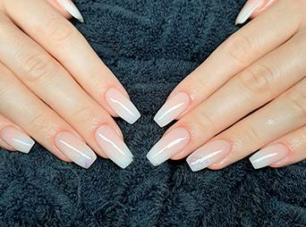Elite Nails nail salon – Csaba Tarjanyi manicurist - acrylic nail, artificial nail